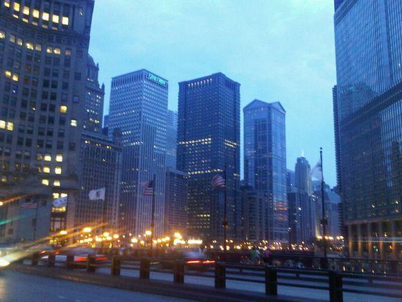 chicago at dusk aug 2010.jpg