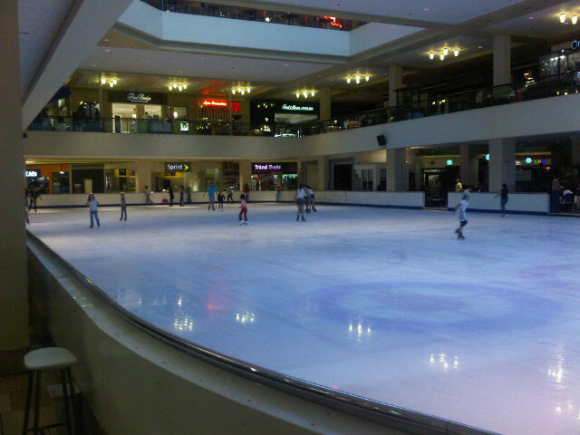 Portland ice slkating rink in Lloyds shopping centre 2010 July.jpg